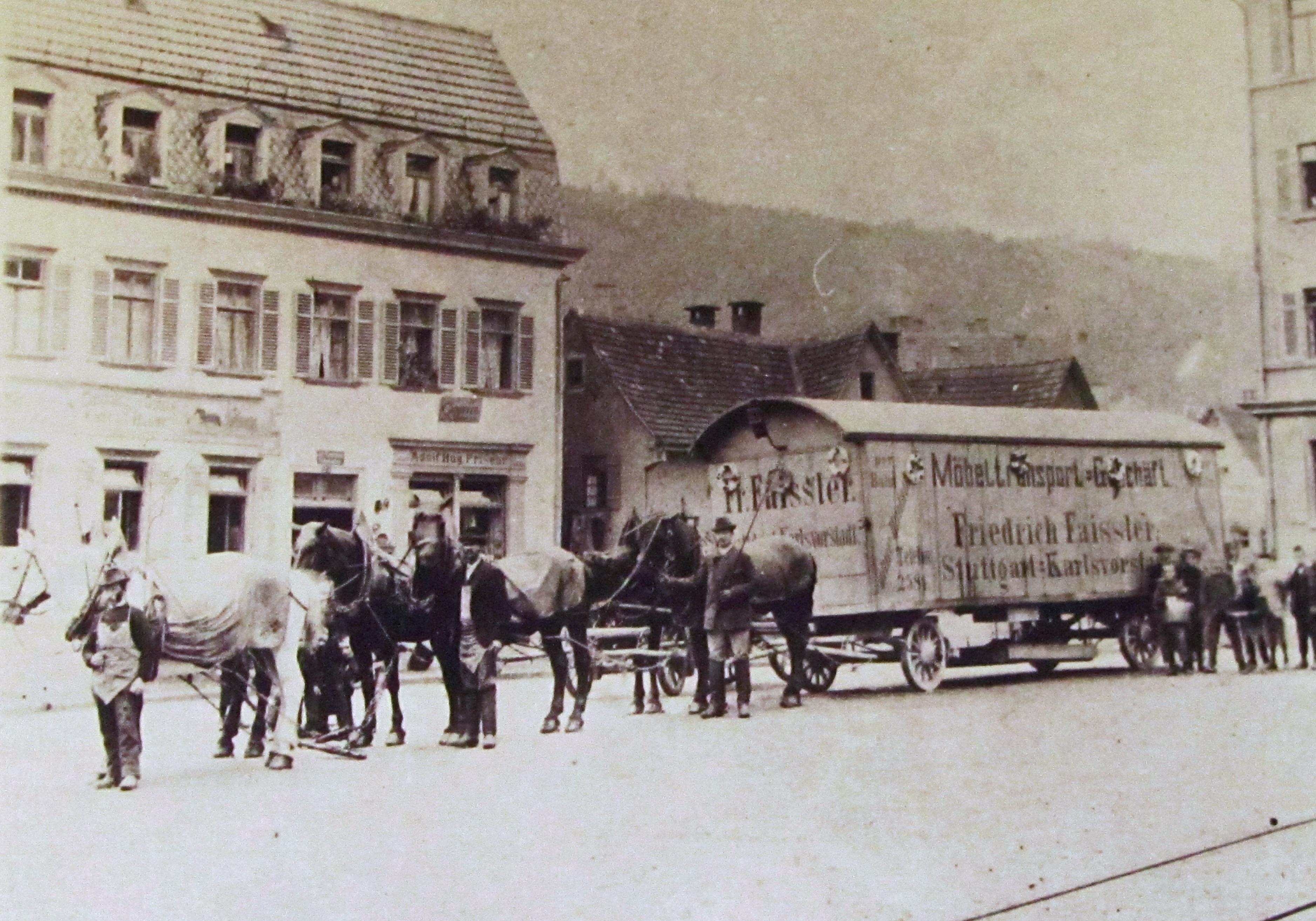 Ochsenplatz mit Gasthof Ochsen rechts ist noch ein Stück Schule erkennbar